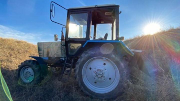Жителя Саратовской области переехал собственный трактор
