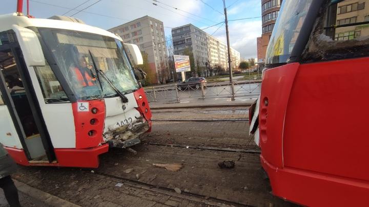 Два трамвая столкнулись в Петербурге