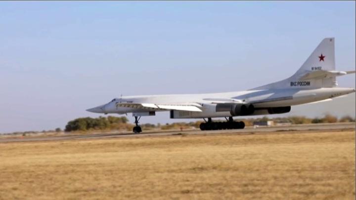 Ту-160 выполнили полет над нейтральными водами