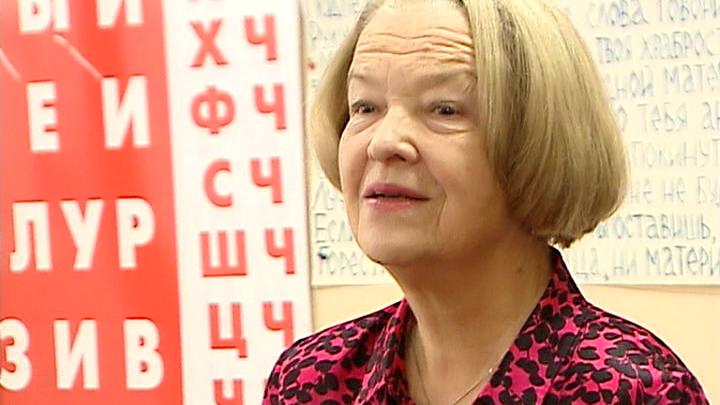 Педагог Светлана Макарова принимает поздравления с юбилеем