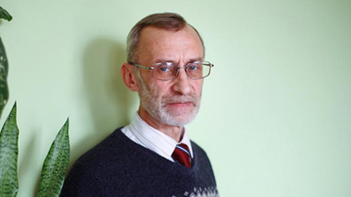Перлов Леонид Евгеньевич - учитель высшей категории, почётный работник общего образования