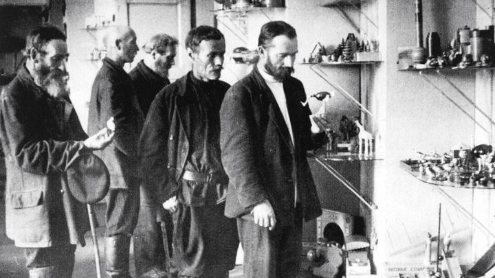 ИГРУШКИ ОТ ВЗРОСЛЫХ. Их и сегодня, спустя столетие, называют «отцами-основателями» - мастеров артели резных деревянных игрушек из села Богородского под Сергиевым Посадом.