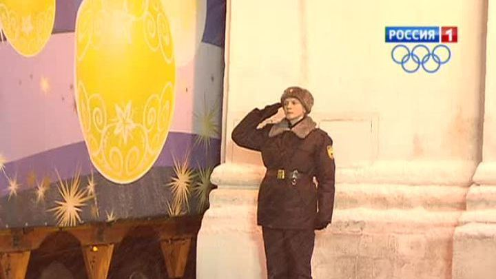 Главную елку страны доставили в Кремль под бой курантов