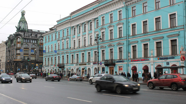 Петербург, Невский проспект. Здесь появился первый в России оркестр Утёсова «Теа-джаз» в 1929 году. Малый зал имени И.Глинки Петербургской филармонии, открыт в 1949 году…