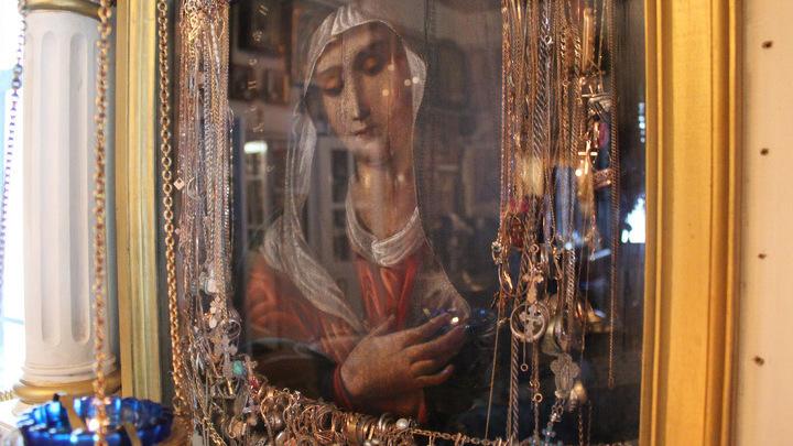 Чудотворная икона «Умиление». История ее появления в храме – отдельная часть передачи. Перед ней молился Серафим Саровский…