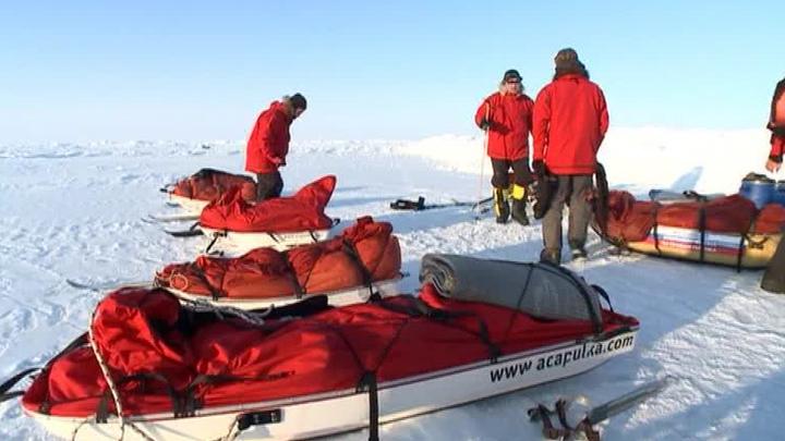 Молодежная экспедиция спасена из ледовой ловушки на Северном полюсе
