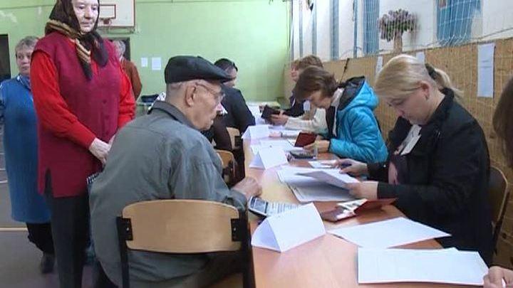 В Луганской области проголосовали 76% избирателей