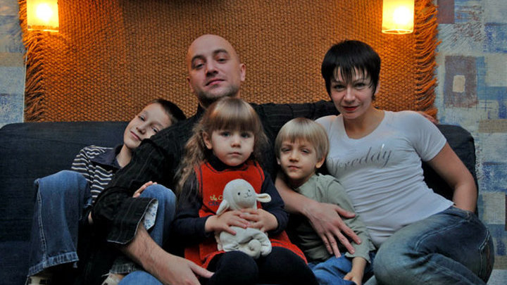 Захар Прилепин с семьей.
