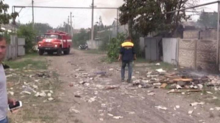 Украинские силовики разбомбили мирную станицу Луганская, среди жертв - дети