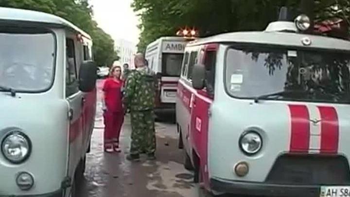 В Снежном под Донецком авиация выпустила ракеты по жилому дому