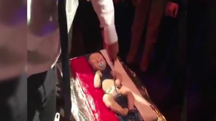 """На вечеринке в Киеве элита резала и ела """"русского младенца"""""""