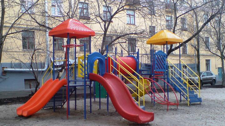 Воспитатели детсада забыли вернуть с прогулки двухлетнего ребенка