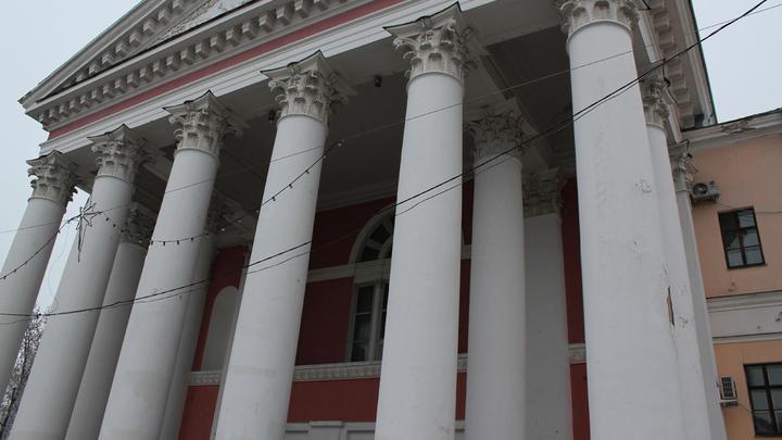 Театр, один из старейших в России, как-никак, февраль 1745 года. Так говорят…