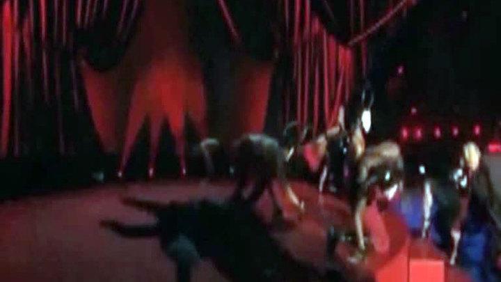 Мадонна упала, выступая на Brit Awards