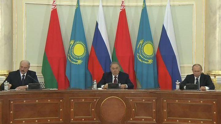 Путин предложил создать валютный союз России, Белоруссии и Казахстана