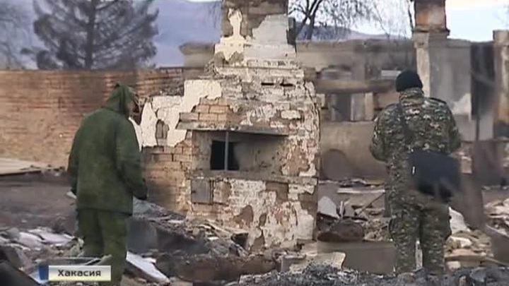 Пожары в Хакасии: пока одни разбирают обугленные дома, другие снова разводят костры