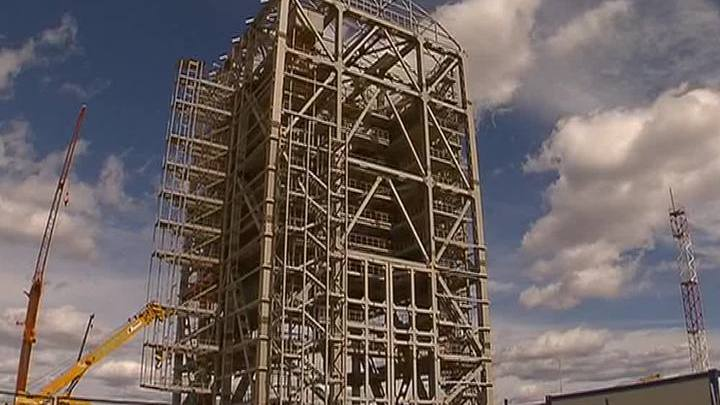"""Рогозин пообещал выплатить зарплату строителям космодрома """"Восточный"""""""