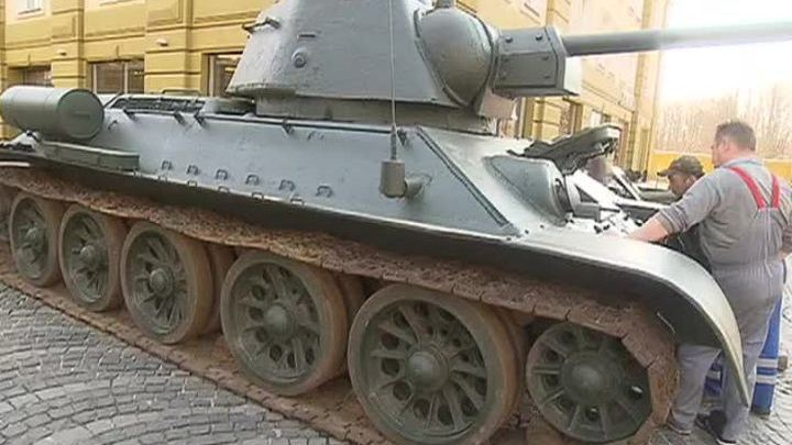 Техника времен войны готовится к празднику Победы