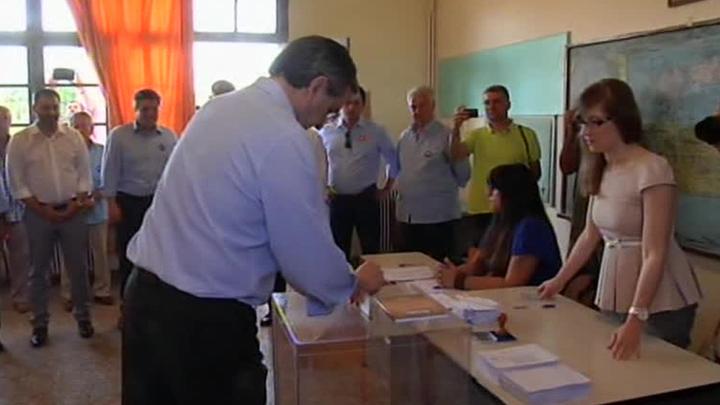 Ципрас проголосовал на судьбоносном референдуме в Греции