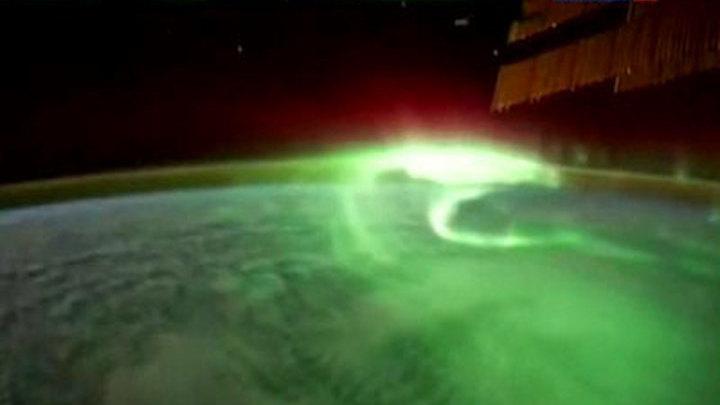 Спутник МГУ обнаружил молнии, бьющие вверх