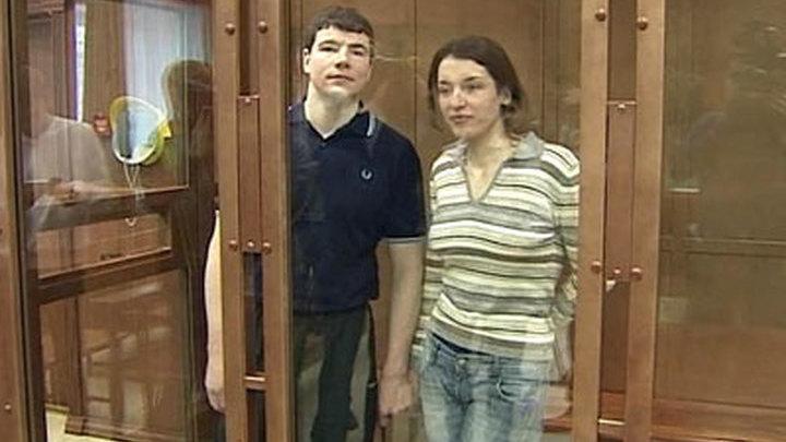Тихонов и Хасис выслушали вердикт присяжных, обнявшись