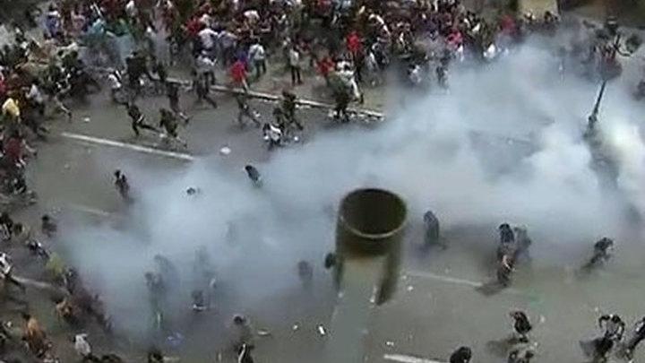 Греческая полиция применила слезоточивый газ и водомет для разгона демонстрантов