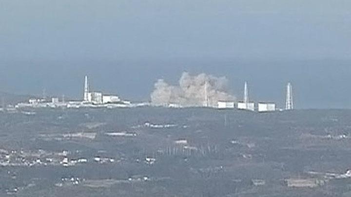 """Взрыв разрушил внешнюю стену одного из реакторов АЭС """"Фукусима-1"""