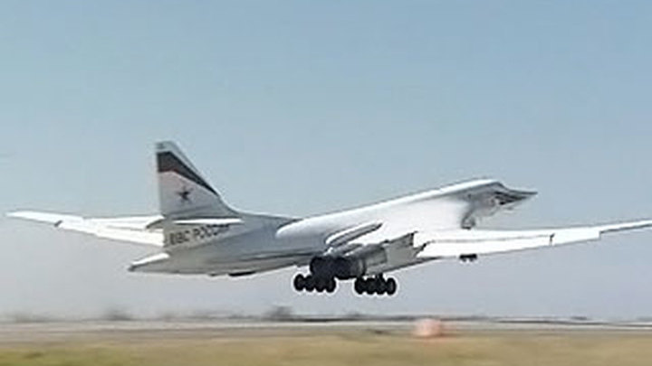 Бомбардировщики Ту-160 установили рекорд дальности полета