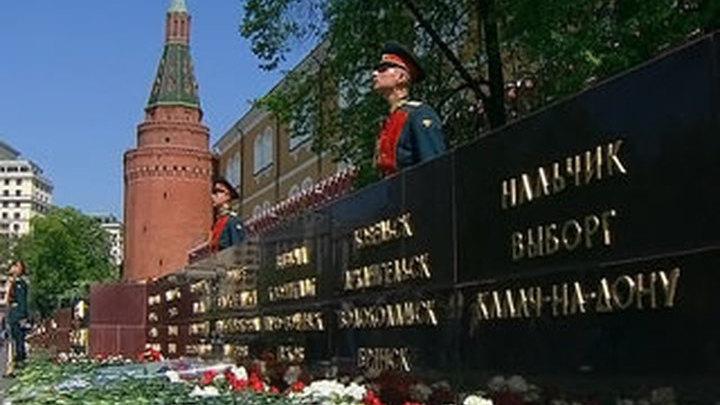 """У стен Кремля открылась стела """"Города воинской славы"""""""