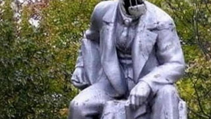 В Санкт-Петербурге обезглавлен гипсовый Ленин