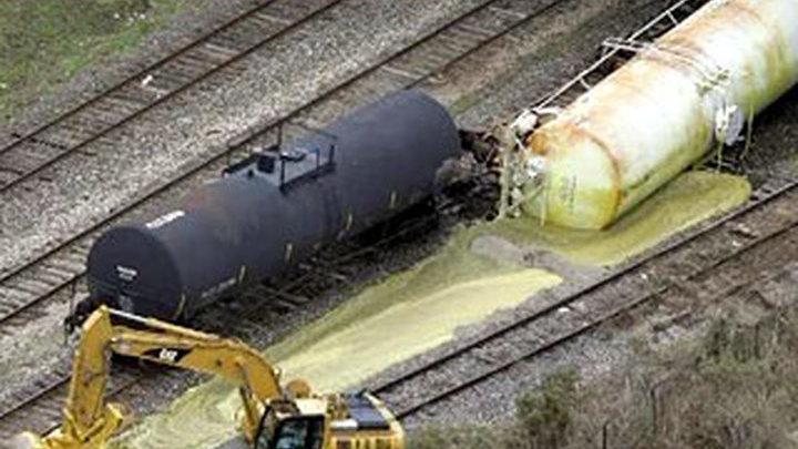 В США с рельсов сошёл поезд с соляной кислотой