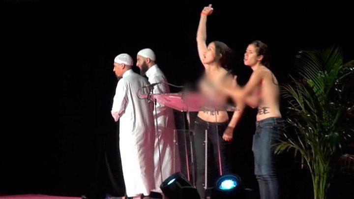 Во Франции активистки FEMEN решили сорвать мусульманскую конференцию
