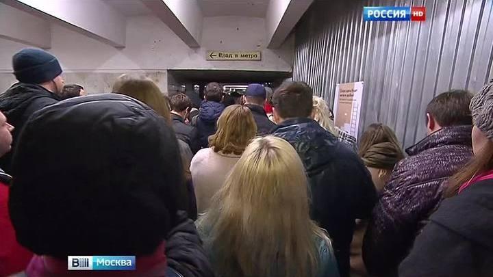 """Подземный переход на """"Дмитровской"""" не справляется с пассажиропотоком"""