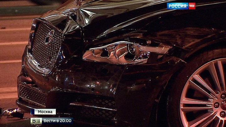 Лихач на Porsche раскурочил шесть машин на Крымском мосту